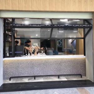 China Toughened Glass Bi Folded Horizontal Windows for Cafe Restaurant wholesale