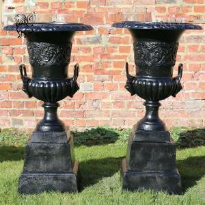 China Large black Garden Cast Iron Planters Urns Metal classic Flowerpots wholesale