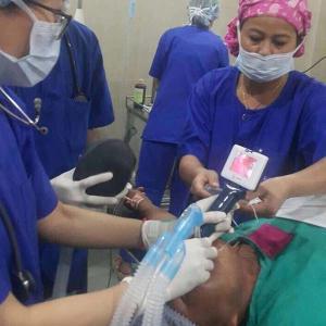 China 60 Degree Intubation Video Laryngoscope , Anesthesia Video Laryngoscope IPX7 Waterproof wholesale