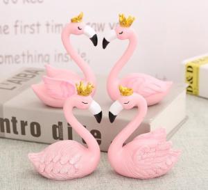 China Creative Pink flamingo Resin Crafts Figurines desk décor wholesale