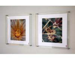 China mini acrylic photo frame wholesale