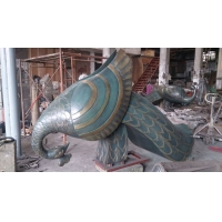 China Peacock Metal Animal Sculptures Large Outdoor Garden Statues Pool Decoration wholesale