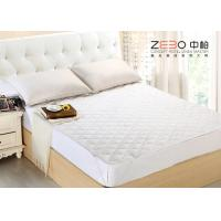 China Boxing Pattern Hotel Mattress Protector Breathable Microfiber Filling 200GSM wholesale