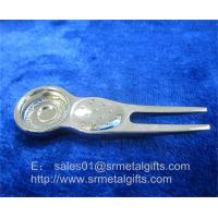 China Metal golf repair pitchfork tools with magnet, magnetic ball marker golf divot tool, wholesale