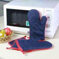 China Denim Fabric Kitchen Oven Mitts / Heat Resistant Kitchen Gloves For House Use wholesale