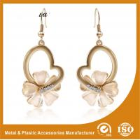 China Metal Chain Heart Shape Pearl Drop Earrings White Gold For Anniversary wholesale