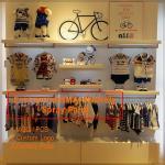 China Kids clothing kiosk design with clothing display racks wholesale