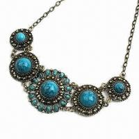 China Fashionable Flower Shape Necklace, Made of Resin Stones, Various Colors are Available on sale