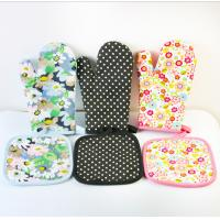 China OEM Printed Oven Gloves , Cute Oven Mitts Various Colors Slip Resistant wholesale