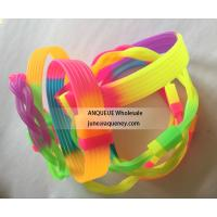 China Cheapest Rainbow silicone bracelets, rainbow color rubber wristbands wholesale