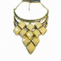 China Fashionable Necklace, Metal Chain-linked Design, Decorated with Large Resin on sale