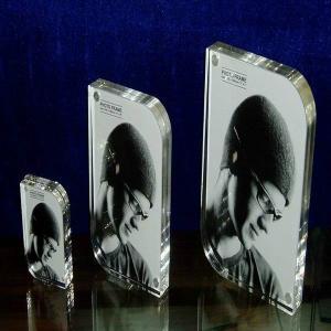 China Trendy Acrylic photo frame wholesale