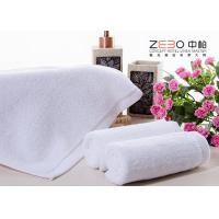China ZEBO Disposable Hotel Face Towel White Color 21S / 32S / 16S Cotton Yarn wholesale