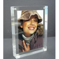 China Eco-friendly Durable Acrylic Photo Frames Clear 10mm / 15mm / 18mm With Magnet wholesale