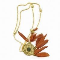 China Costume Necklace in Gold Chain, with Pendant and Feathers wholesale