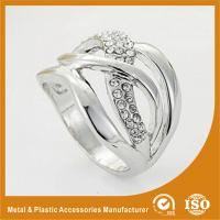 China Trendy Zinc Alloy Fashion Jewelry Rings Ladies Silver Finger Rings wholesale