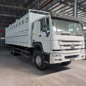 China SINOTRUK HOWO 6X4 CARGO TRUCK Best Price Euro II emission standard on sale