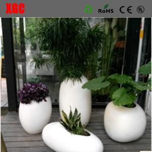 China Glossy Fiberglass White Flower Plant Pots Artificial Gardening Planters Pots wholesale