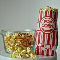 China Carnival King Paper Popcorn Bags Customized Paper Bags 1 Ounce Pack Of Red And White wholesale