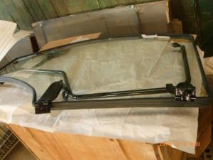 China ISO YTO X1204 Tractor Door Glass 4WD Drive Tractor Engine Parts wholesale