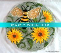 China Artificial Crafts(970) Polyresin garden bee with flower stepping on sale